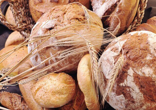 Čerstvě upečený chléb na stole