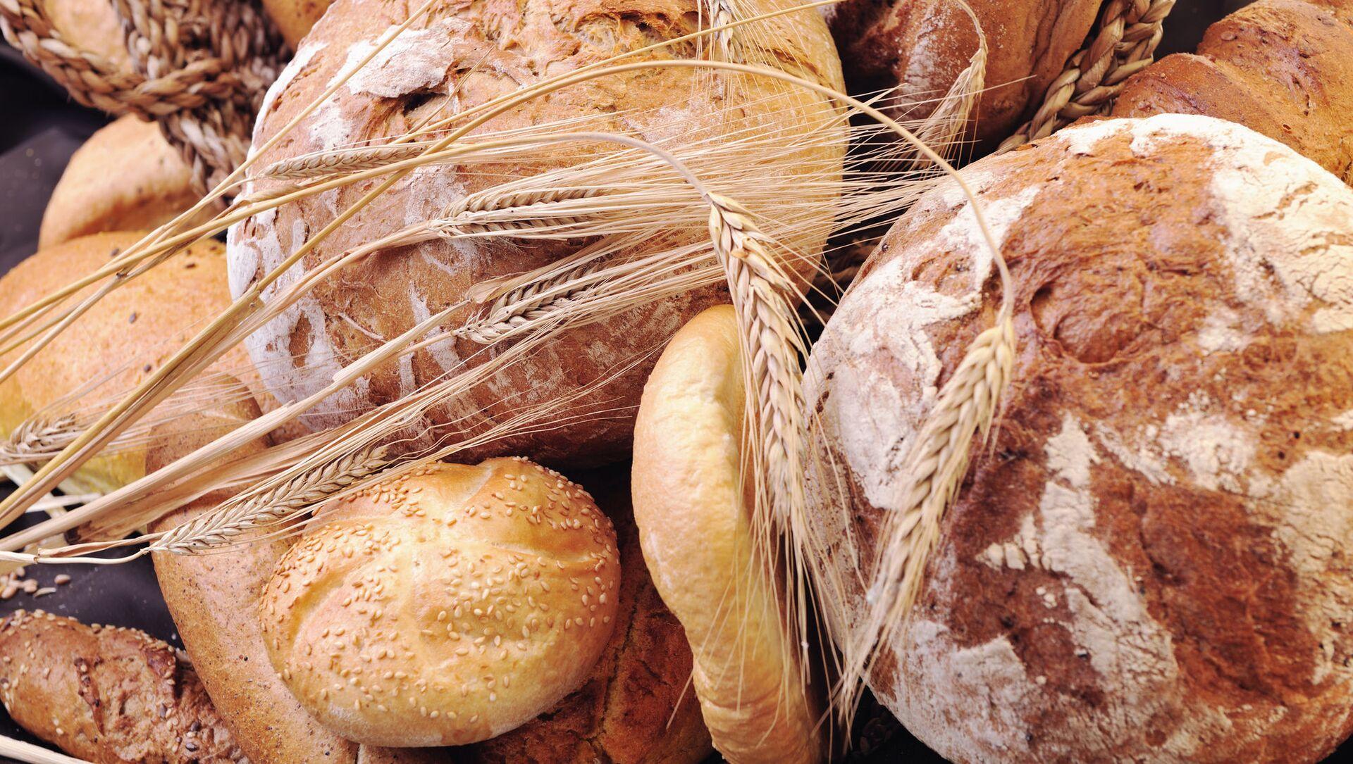 Čerstvě upečený chléb na stole - Sputnik Česká republika, 1920, 06.02.2021