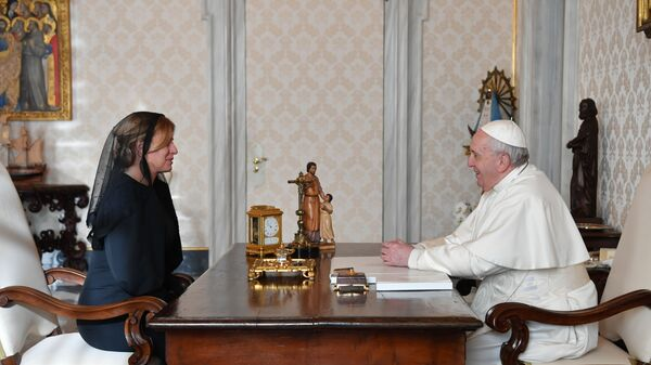 Slovenská prezidentka Zuzana Čaputová a papež František během setkání ve Vatikánu - Sputnik Česká republika