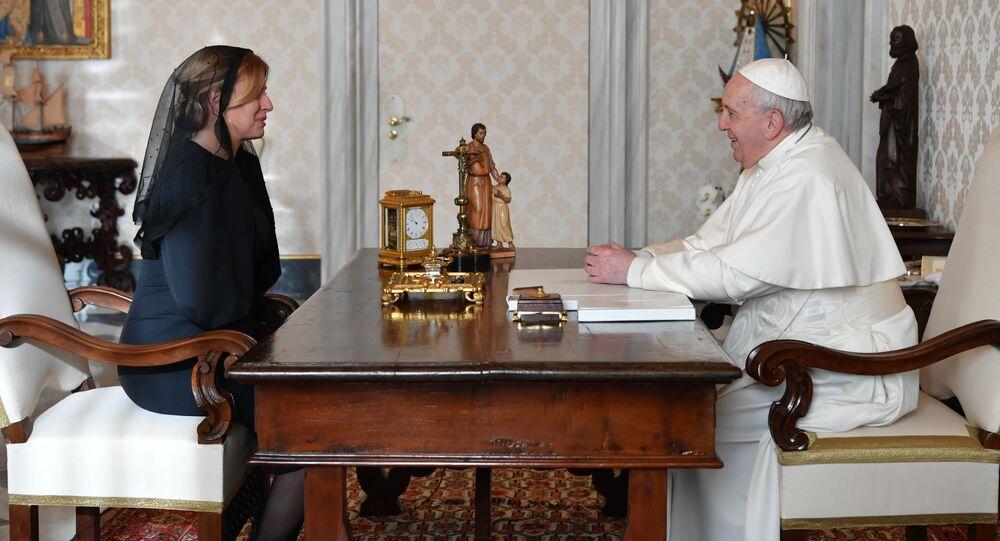 Slovenská prezidentka Zuzana Čaputová a papež František během setkání ve Vatikánu