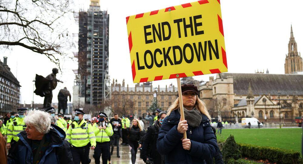 Demonstrace proti očkování a lockdownu v Londýně