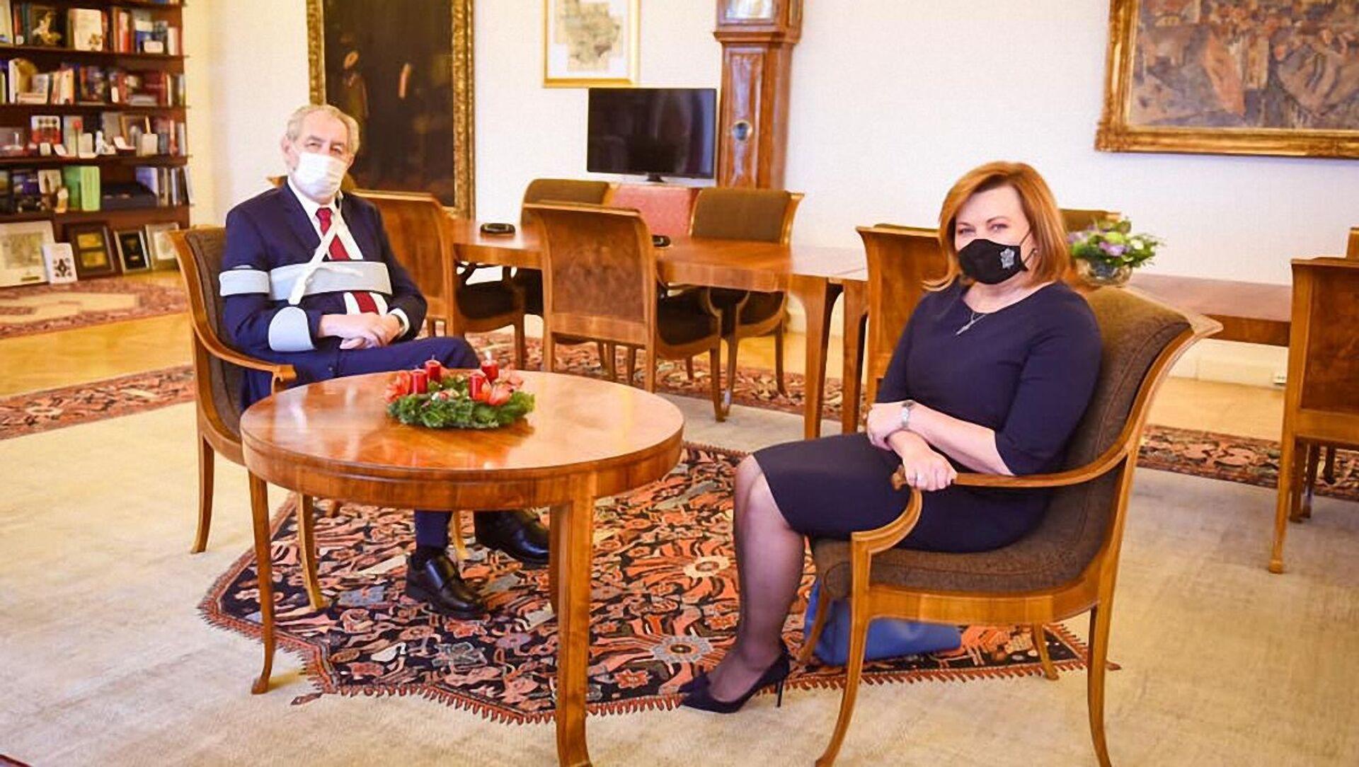 Schůzka prezidenta Miloše Zeman s ministryní financí Alenou Schillerovou na Pražském hradě - Sputnik Česká republika, 1920, 23.02.2021