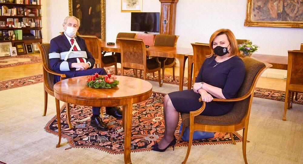 Schůzka prezidenta Miloše Zeman s ministryní financí Alenou Schillerovou na Pražském hradě