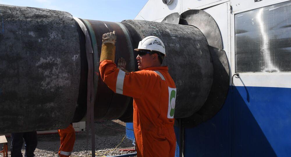 Pracovník při stavbě plynovodu Nord Stream 2 v Leningradské oblasti. Ilustrační foto