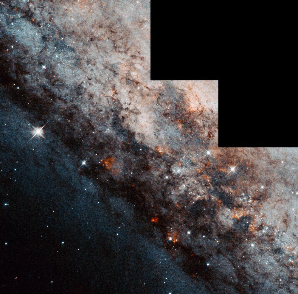 Spirální galaxie NGC 4945 s skokanem v souhvězdí Centauri