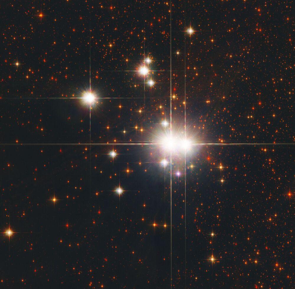 Hvězdokupa NGC 6193 v souhvězdí Oběť