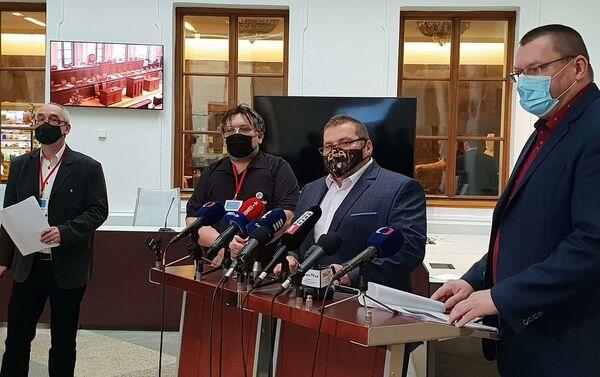 Jednotní Volný a Bojko spolu s podnikateli Janečkem a Olbertem na tiskovce k iniciativě proti omezení svobodného podnikání - Sputnik Česká republika