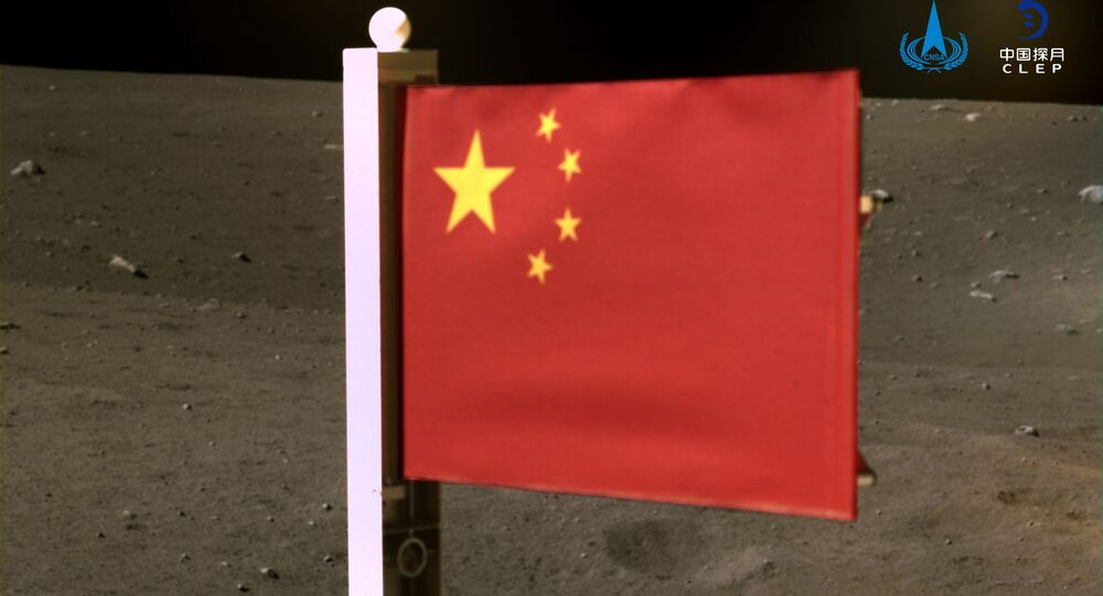 Čínská vlajka na Měsíci