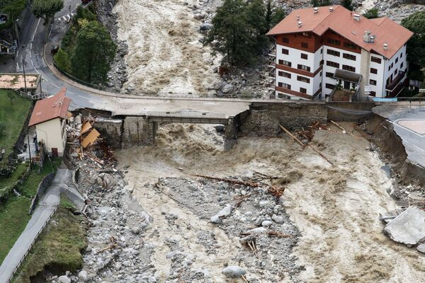 Letecký pohled na škody v Saint-Martin-Vesubie, regionu Přímořských Alp ve Francii - Sputnik Česká republika