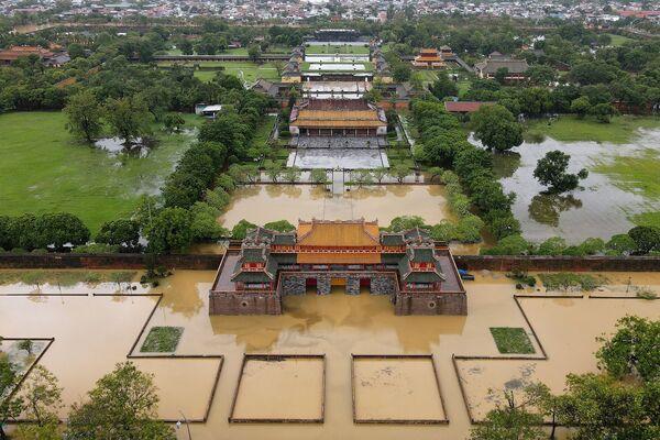 Císařské město Hue zaplavené povodněmi způsobenými silnými lijáky ve středním Vietnamu - Sputnik Česká republika