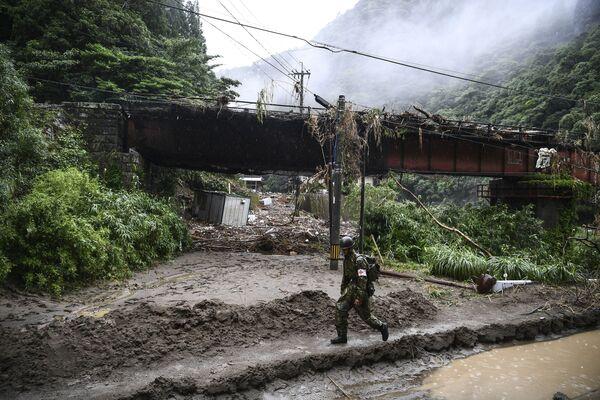 Následky silných dešťů, ničivých záplav a sesuvů půdy, které v japonské prefektuře Kumamoto zabily nejméně 52 lidí - Sputnik Česká republika