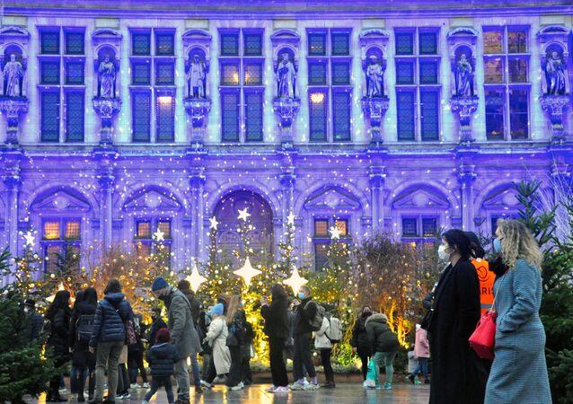 Joyeux Noël! Atmosféra vánoční Paříže daruje slavnostní náladu i ve stínu karantény