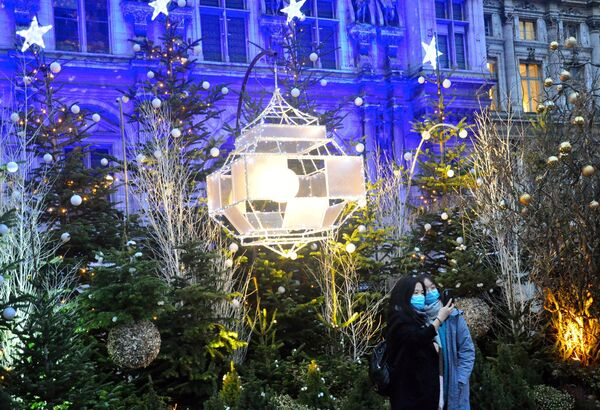 Joyeux Noël! Atmosféra vánoční Paříže daruje slavnostní náladu i ve stínu karantény - Sputnik Česká republika