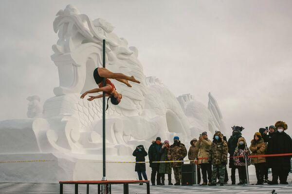 Taneční soutěž na pylonu v -30 stupních v provincii Henglongjiang, Čína - Sputnik Česká republika