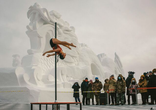 Taneční soutěž na pylonu v -30 stupních v provincii Henglongjiang, Čína