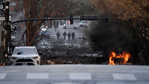 Hořící vůz po expolozi v Nashvillu, USA. 25. prosince 2020 - Sputnik Česká republika