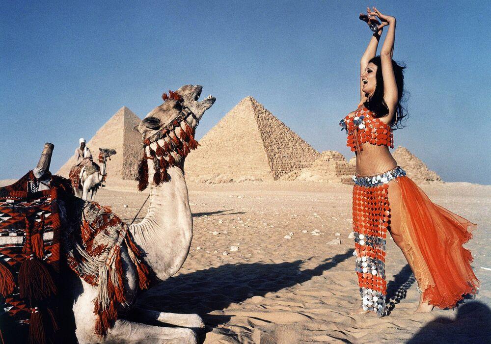 Tanečnice během břišního tance v Káhiře