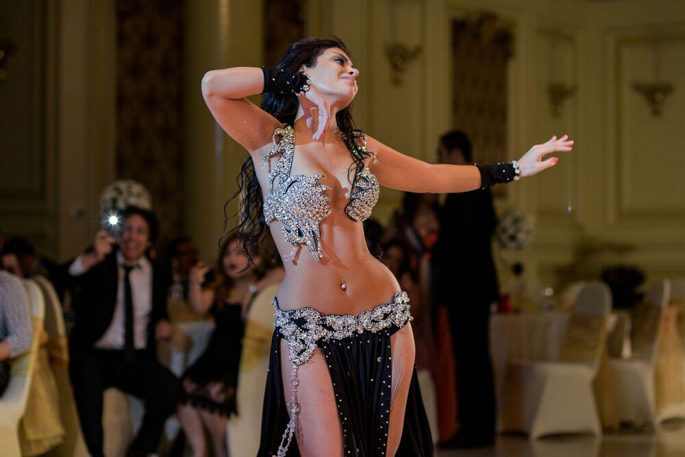 Marocké břišní tanečnice během vystoupení v Káhiře