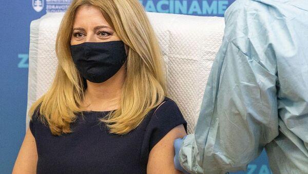 Zuzana Čaputová se nechává očkovat - Sputnik Česká republika