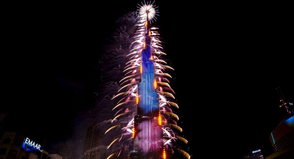Ohňostroj během oslav Nového roku 2021 ve Spojených arabských emirátech