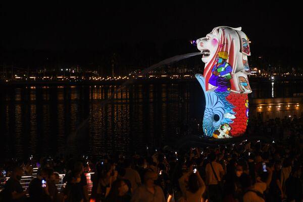 Rozsvícení sochy Merliona  v rámci silvestrovských oslav v Singapuru. - Sputnik Česká republika