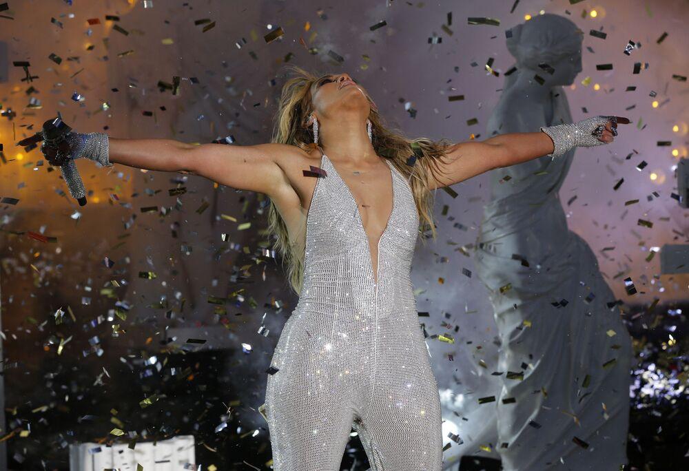 Zpěvačka Jennifer Lopez během vystoupení na koncertě na počest nového roku 2021 v New Yorku.