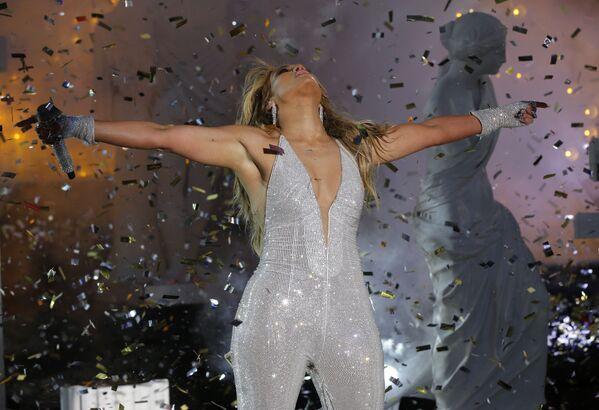 Zpěvačka Jennifer Lopez během vystoupení na koncertě na počest nového roku 2021 v New Yorku. - Sputnik Česká republika