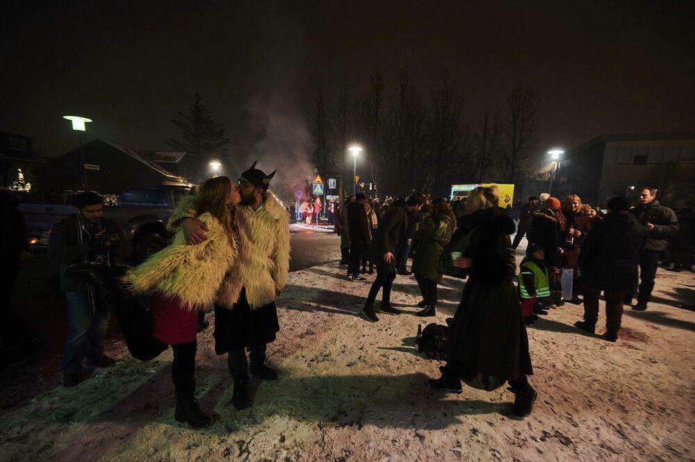 Oslavy nového roku v Reykjavíku na Islandu.