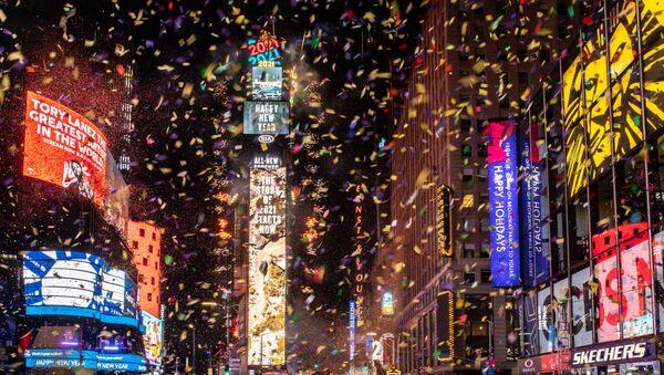 Konfety na Times Square v New Yorku během oslav Silvestra. - Sputnik Česká republika