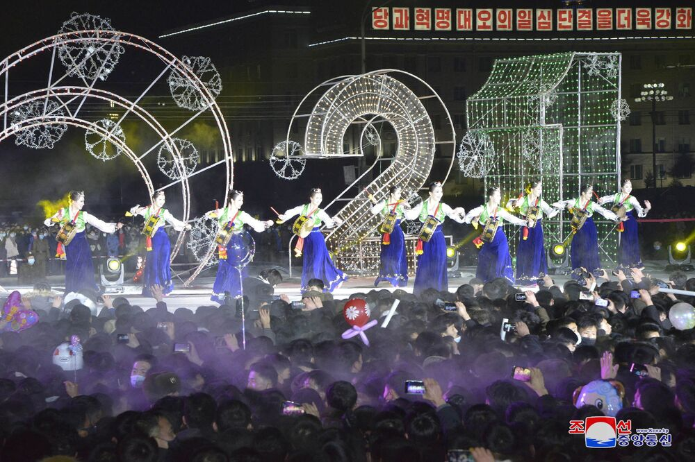 Oslavy Silvestra v Severní Koreji.