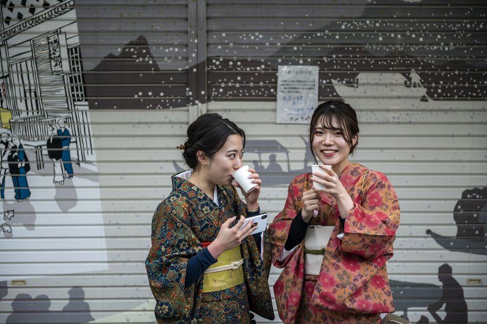 Dívky v kimonu v Tokiu