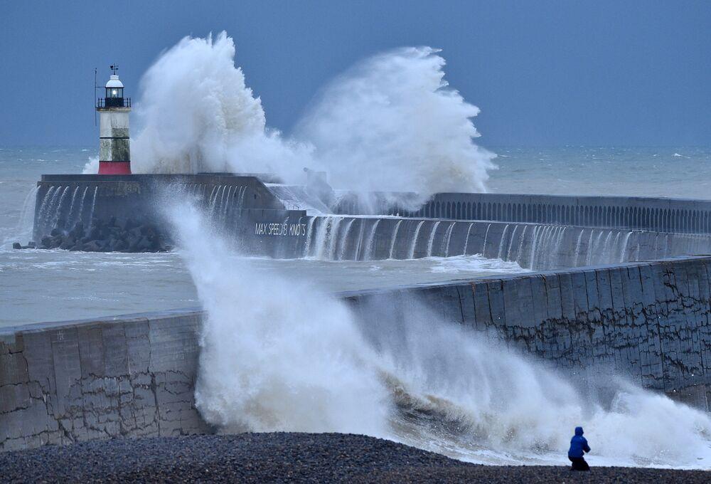 Vysoké vlny během bouře Bella v Anglii
