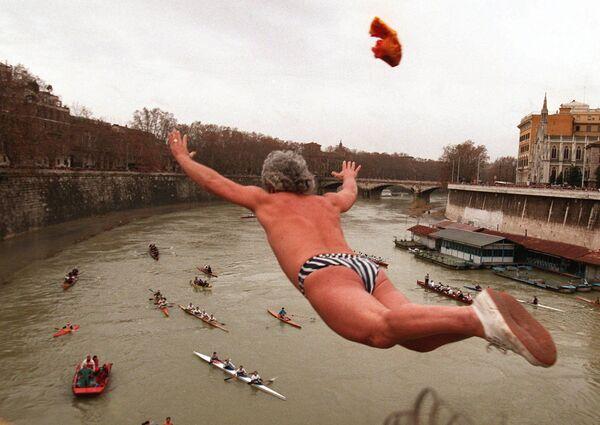 Večírky a potápění: Jak se na archivních fotografiích slaví nový rok v různých zemích. Vzpomínáte s nostalgií? - Sputnik Česká republika