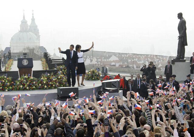 Barack Obama s chotí během návštěvy Prahy 5.dubna 2009