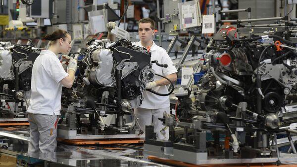 Zaměstnanci pracují v továrně Audi v Německu - Sputnik Česká republika