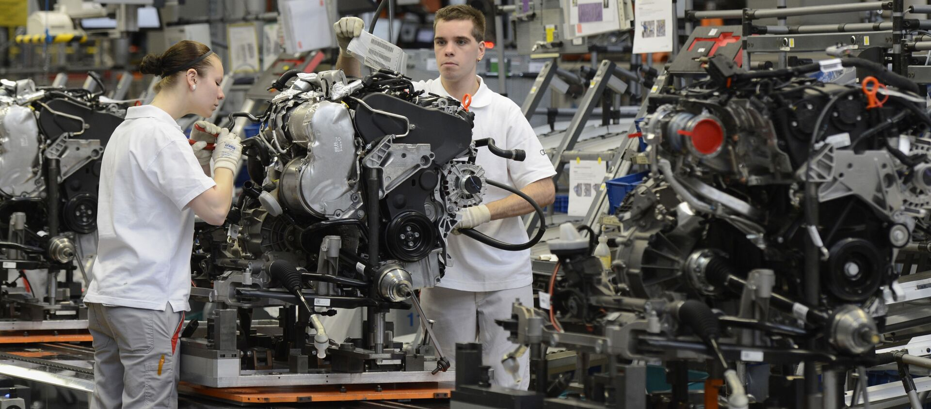 Zaměstnanci pracují v továrně Audi v Německu - Sputnik Česká republika, 1920, 02.04.2021