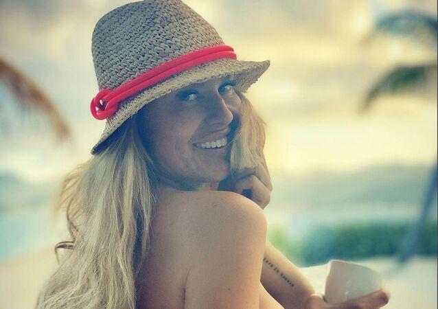 Simona Krainová na ostrovu Svatého Martina