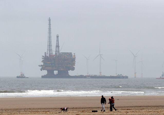 Těžba ropy v Severním moři společností Brent Delta Topside