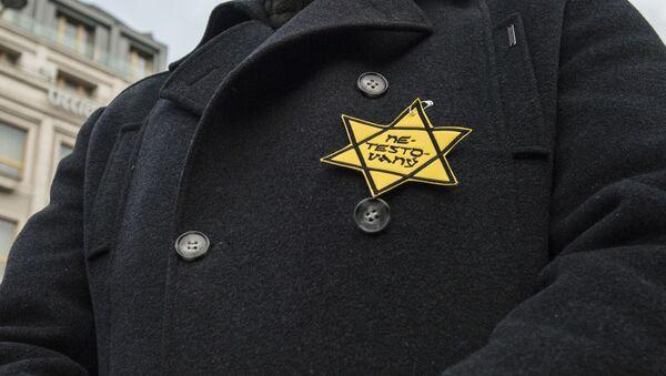 Protestující proti epidemiologickým opatřením s Davidovou hvězdou - Sputnik Česká republika