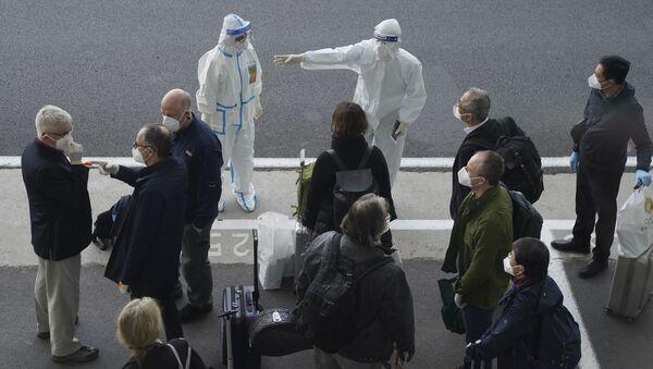 Experti WHO na letišti ve Wu-chanu - Sputnik Česká republika