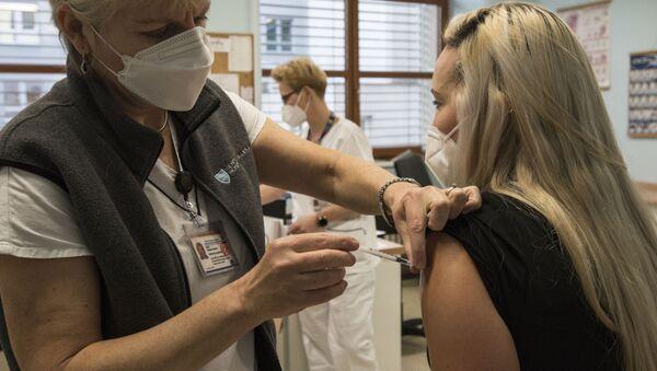 Očkování v VFN v Praze - Sputnik Česká republika