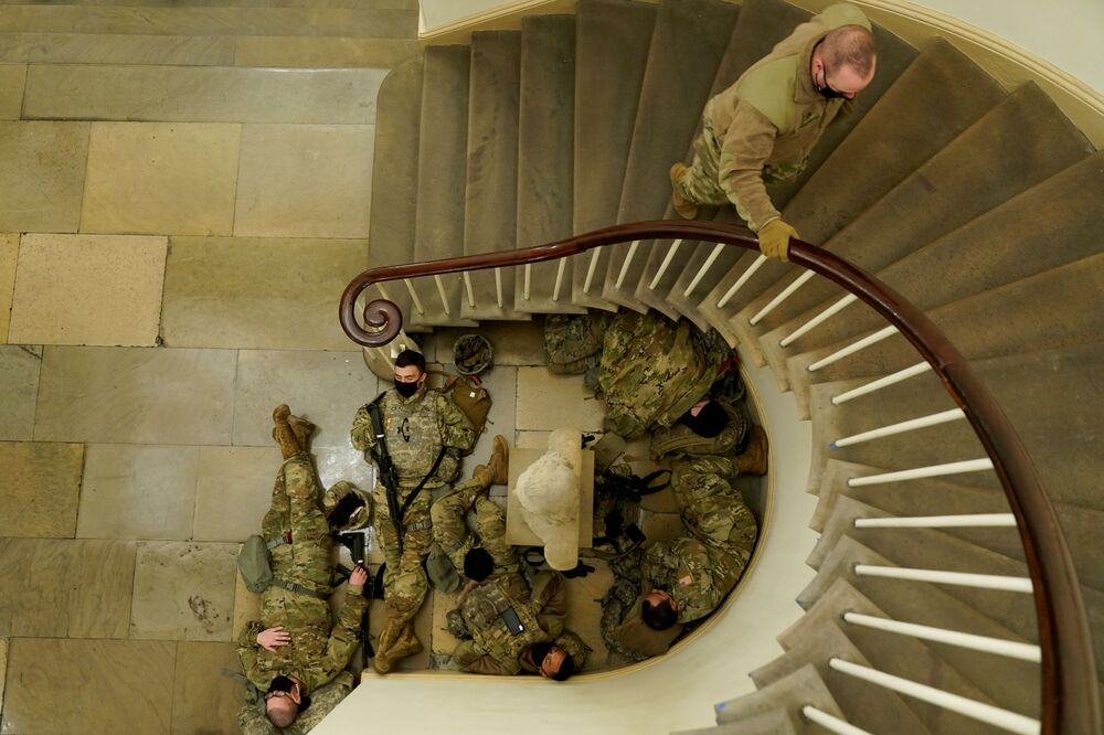 Příslušníci americké Národní gardy v Kapitolu