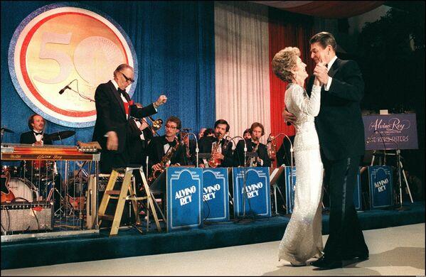 Ronald Reagan se svou manželkou Nancy Reagonovou - Sputnik Česká republika