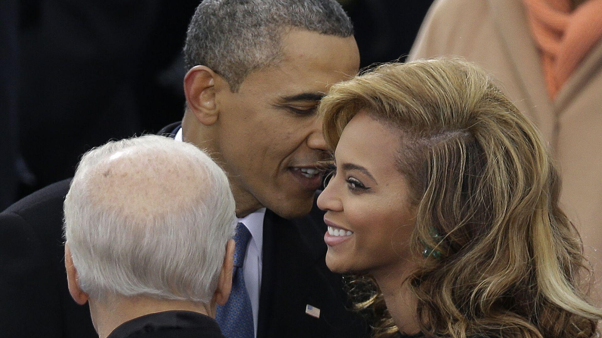 Americký prezident Barack Obama hovoří se zpěvačkou Beyoncé během inauguračního ceremoniálu ve Washingtonu DC - Sputnik Česká republika, 1920, 14.08.2021