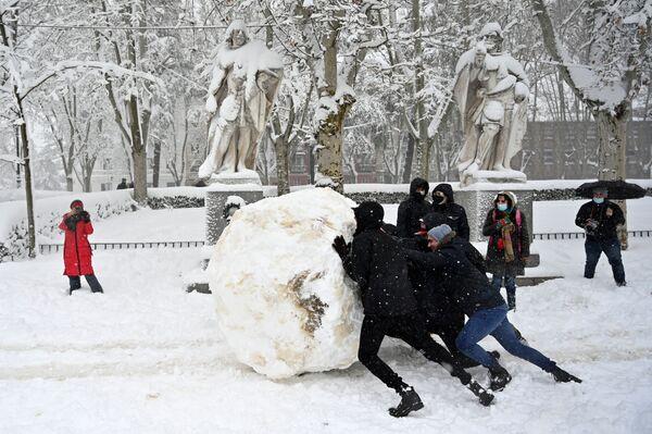 Mládež v zasněženém Madridu - Sputnik Česká republika
