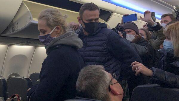 Alexej Navalnyj v letadle - Sputnik Česká republika