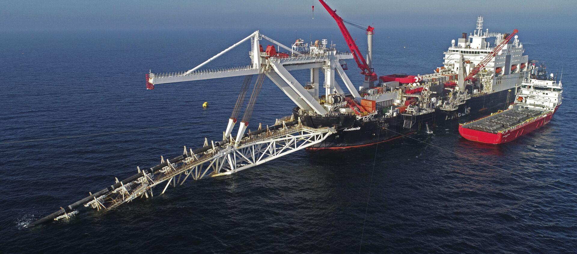 Pokládka potrubí plynovodu Nord Stream 2 lodí Fortuna v Baltském moři - Sputnik Česká republika, 1920, 21.02.2021