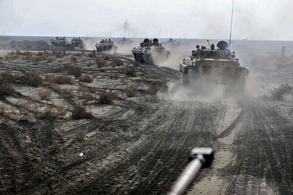 Ve znamení síly a odvahy: Vojenská cvičení íránské armády - Sputnik Česká republika