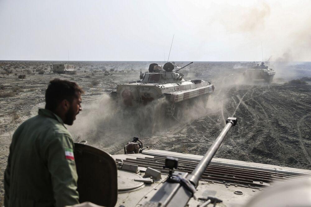 Ve znamení síly a odvahy: Vojenská cvičení íránské armády