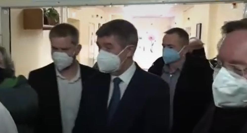 Babiš se účastní otevření očkovacího centra na Vinohradech